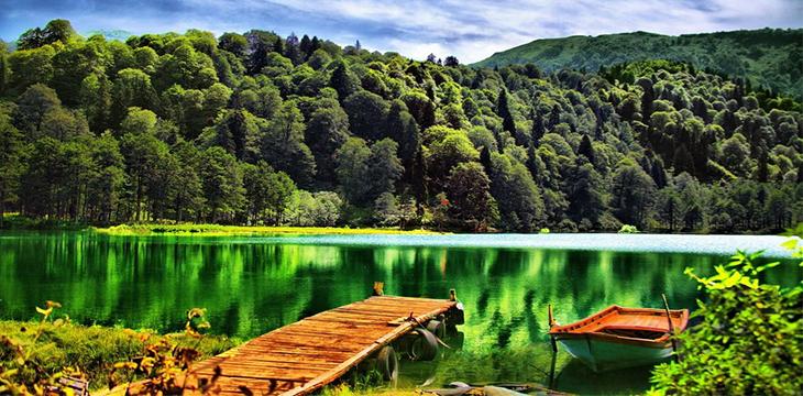 Yeşilin Her Tonunu Bulabileceğiniz Karagöl...