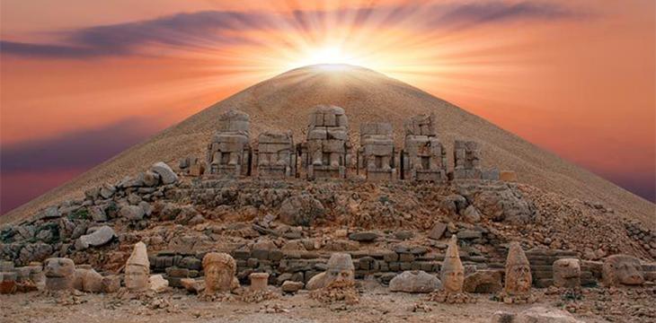 Tanrılar ve Kralların Gizemli Dağı Nemrut