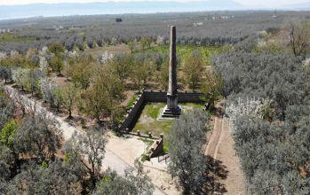 Bursa Dikili Taş (Obelisk)
