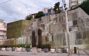 Yüzen Taşlar Heykeli